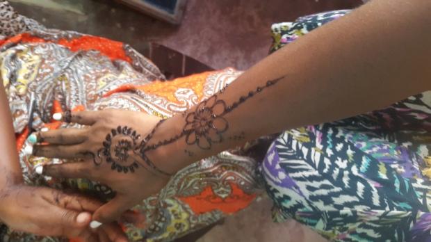 20151013_155021 - Getting Henna